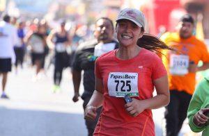 Un aproximado a los cuatro mil corredores se presentaron al paseo del Papas