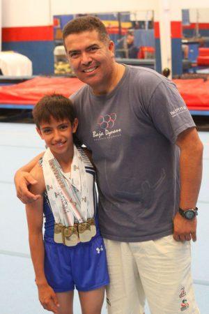 Pavel Oceguera con el multimedallista de oro, Miguel Cantú