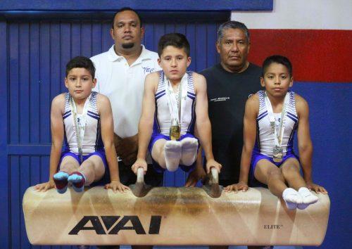 Yiancarlos Domínguez (centro) lideró el equipo de Nivel 7